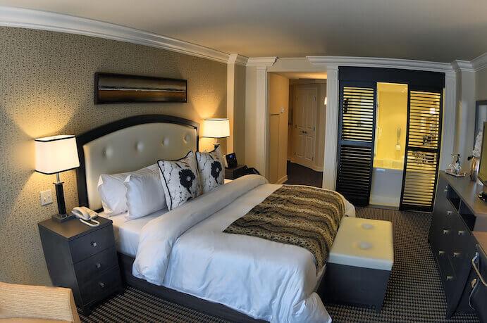 H tel saint martin montr al hotel in montreal for Chambre de la jeunesse montreal