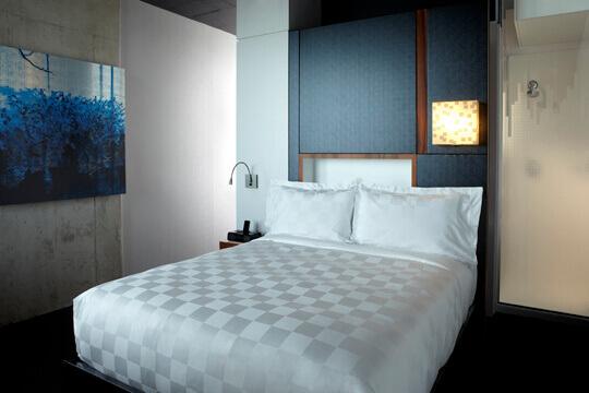 Alt h tel griffintown hotel in montreal for Chambre de la jeunesse montreal