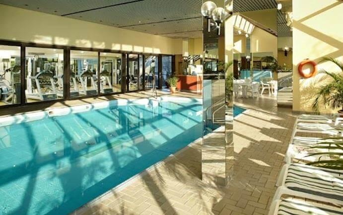 Piscine-Hotel-Chateau-Champlain