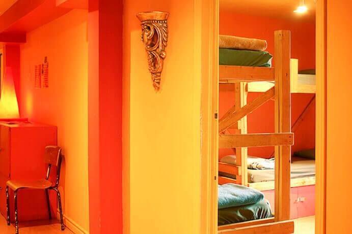 dortoir-orange-auberge-alternative