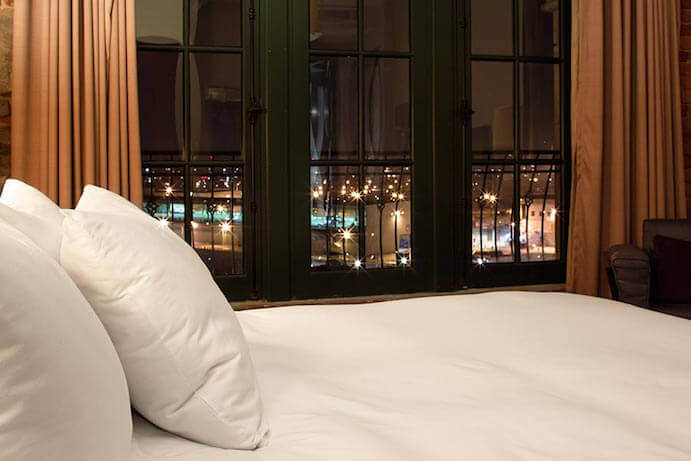 hotel-nelligan-bed