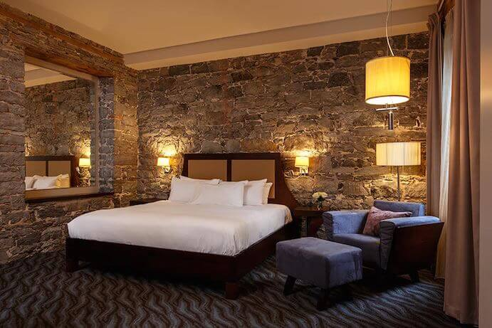 hotel-nelligan-room