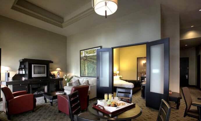 hotel-place-d-arme-suite