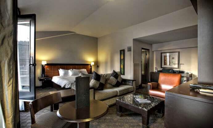 hotel-place-d-arme-suite2