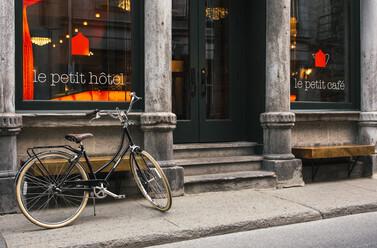 le-petit-hotel-entrance
