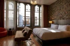 le-petit-hotel-room