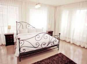 h tel de luxe montr al hotel in montreal. Black Bedroom Furniture Sets. Home Design Ideas