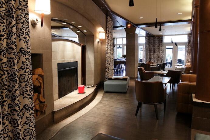 lobby-hotel-saint-sulpice.jpg