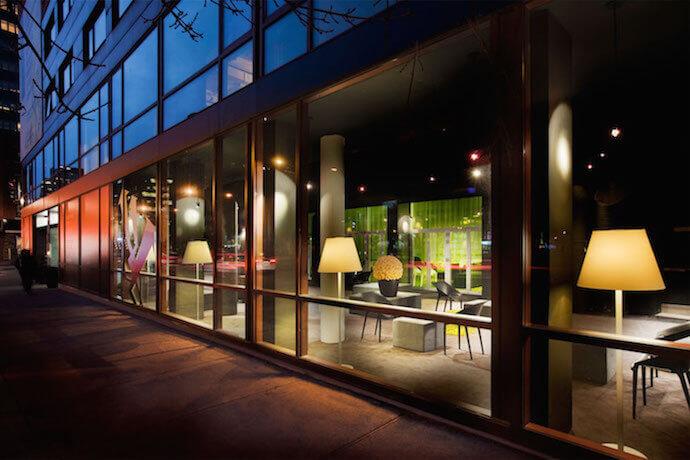 h tel zero 1 montr al hotel in montreal. Black Bedroom Furniture Sets. Home Design Ideas