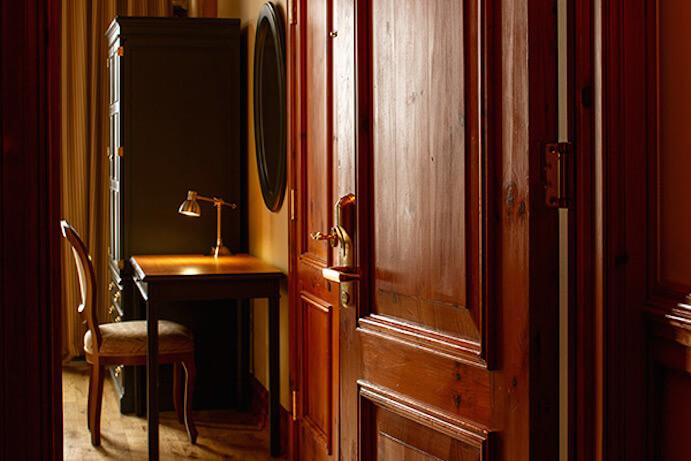 Auberge du vieux port montr al hotel in montreal for Chambre de la jeunesse montreal