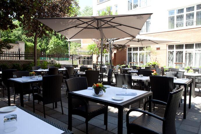 terrasse-sinclair-hotel-saint-sulpice